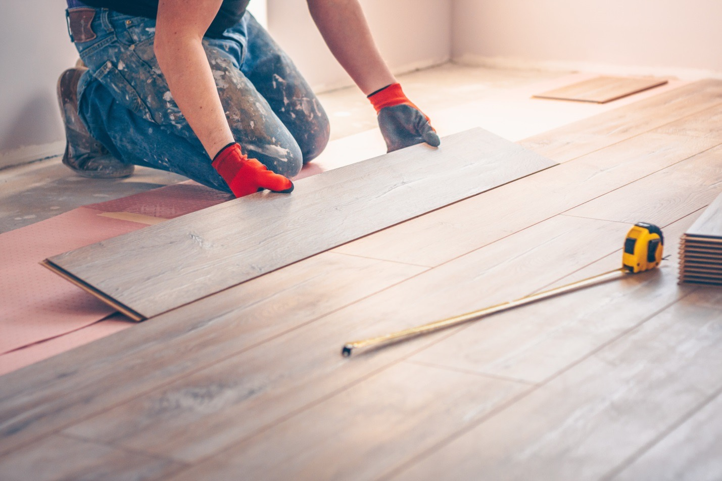 How To Install Or Lay Laminate Flooring, How Easy Is It To Lay Laminate Flooring